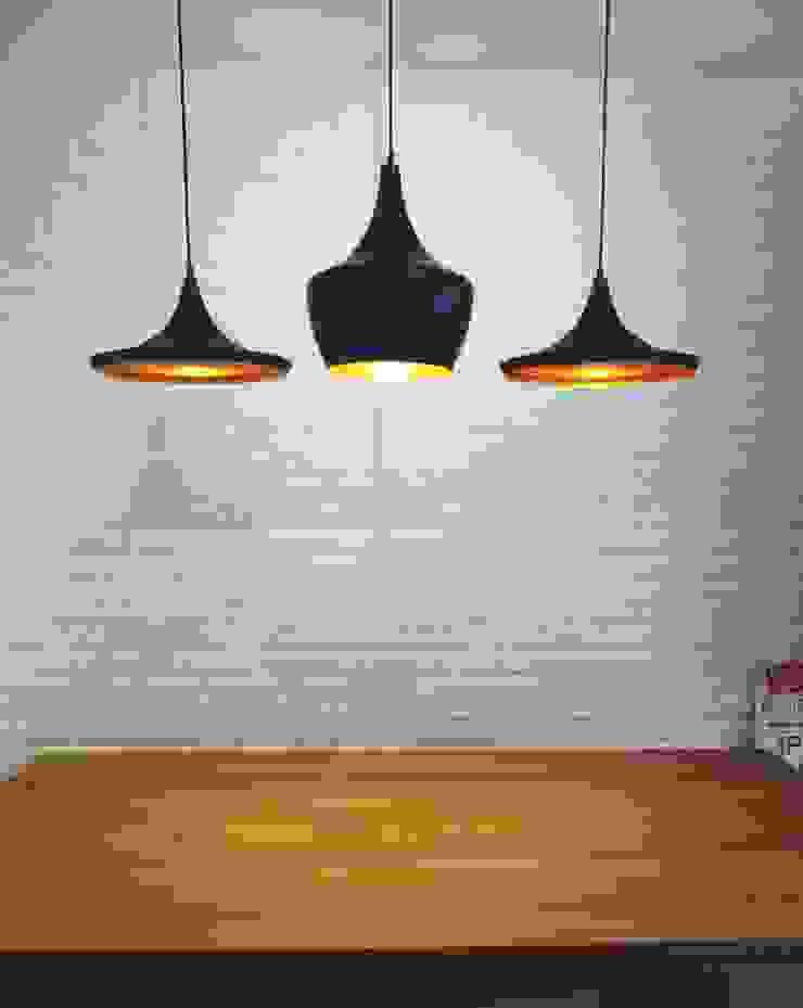 32 BLOSSOM RESIDENCES Scandinavian style dining room by Eightytwo Pte Ltd Scandinavian