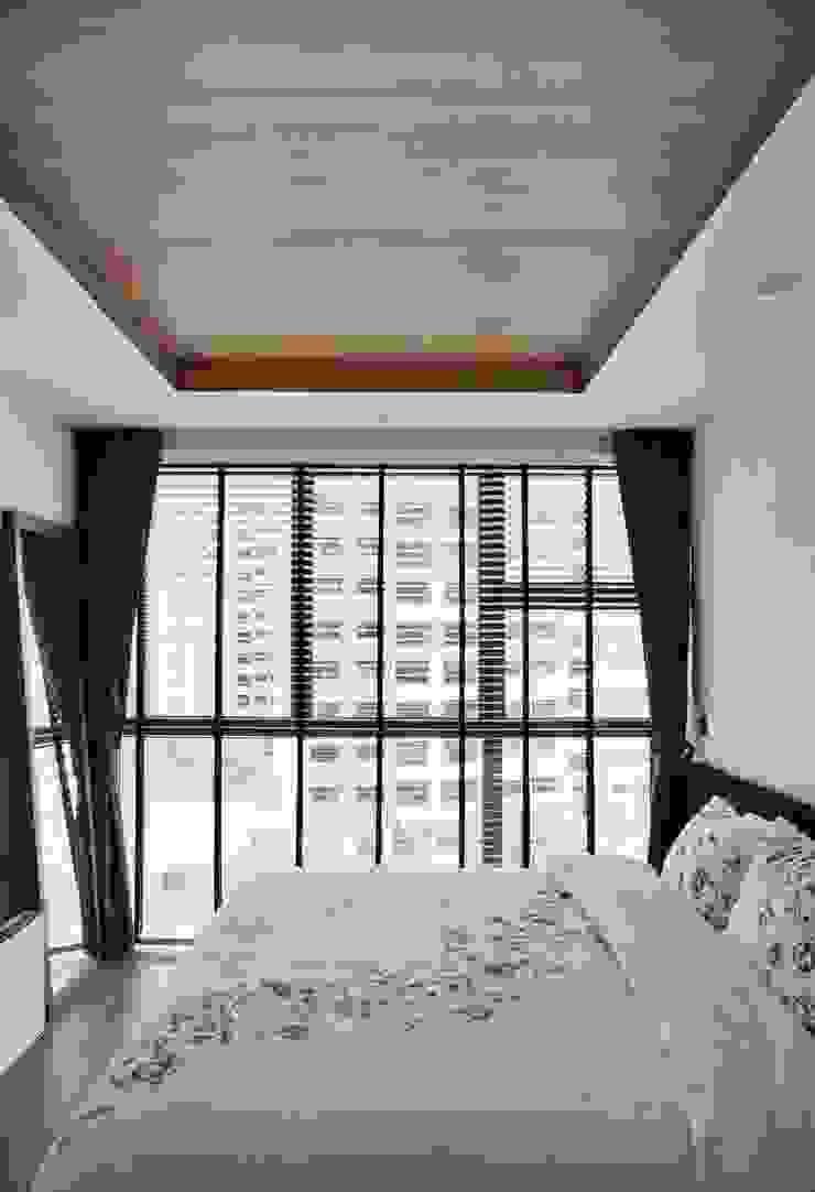 32 BLOSSOM RESIDENCES Scandinavian style bedroom by Eightytwo Pte Ltd Scandinavian