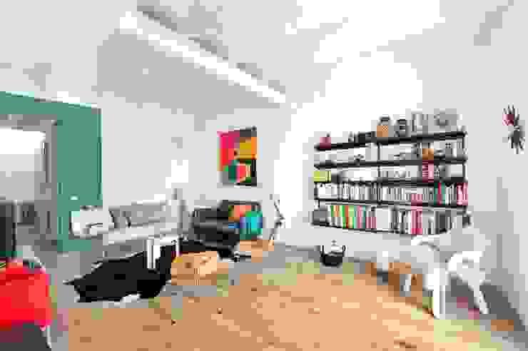 Scandinavian style living room by Egue y Seta Scandinavian