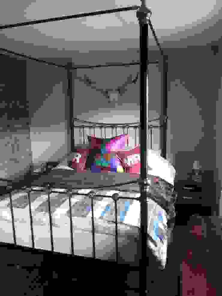 Master Bedroom Chambre originale par Little Mill House Éclectique