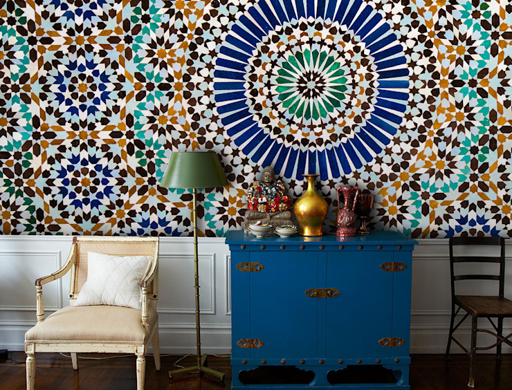 Moroccan Tiles:  Living room by Pixers,