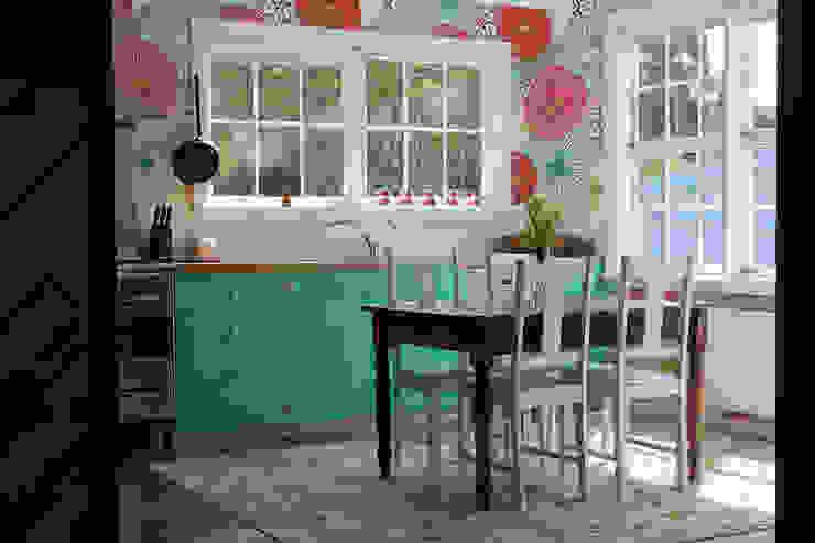Turquoise Flowers Cocinas de estilo ecléctico de Pixers Ecléctico