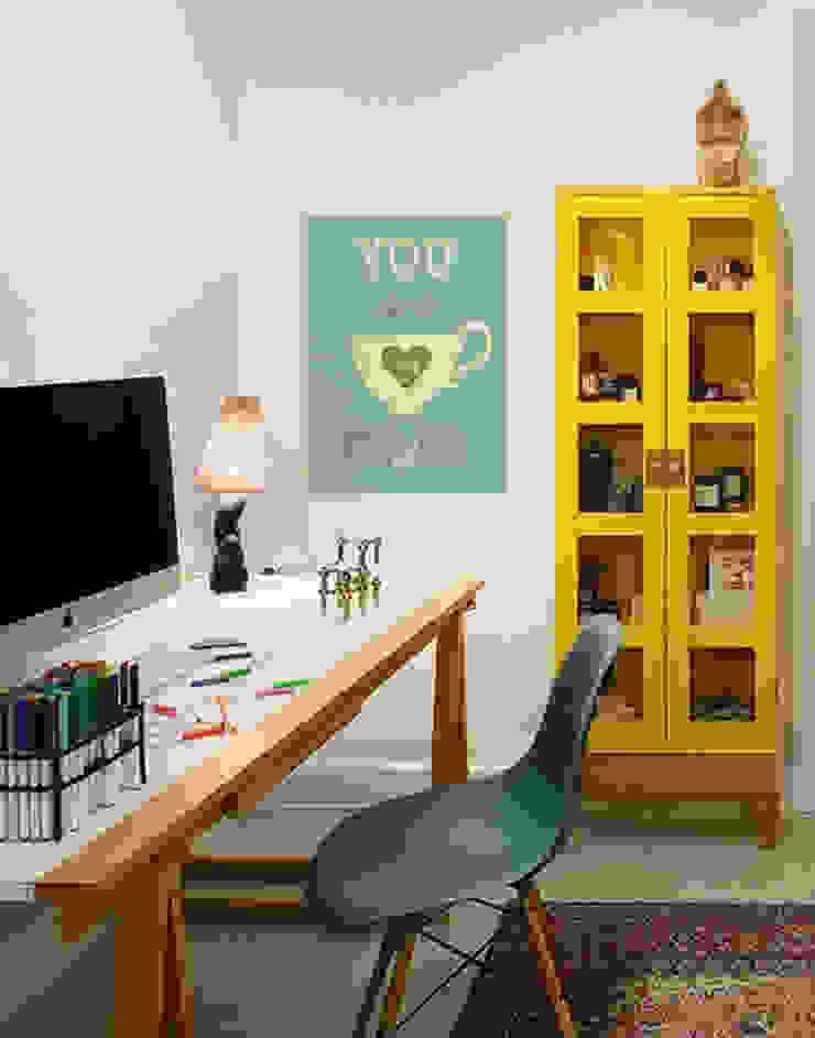 Cup of Tea Pixers Modern study/office