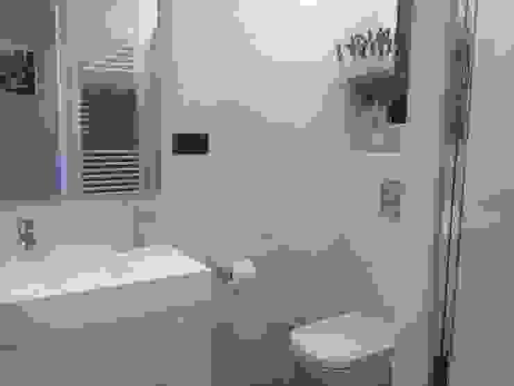 Baños de estilo moderno de CLAU21 INTERIORISMO Y CONSTRUCCIÓN Moderno