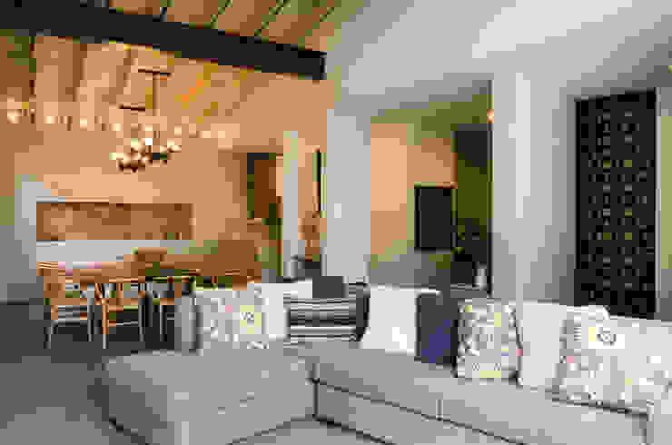 Casa Hornacina - VMArquitectura Salas de estilo moderno de VMArquitectura Moderno Concreto
