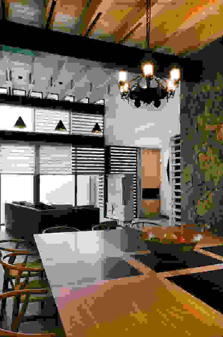 Casa Hornacina - VMArquitectura Comedores modernos de VMArquitectura Moderno Concreto