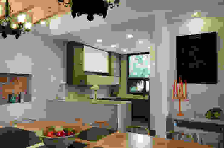 Moderne eetkamers van VMArquitectura Modern Beton