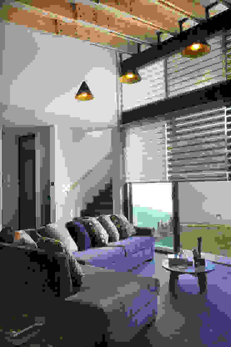 Casa Hornacina - VMArquitectura Salones modernos de VMArquitectura Moderno Concreto
