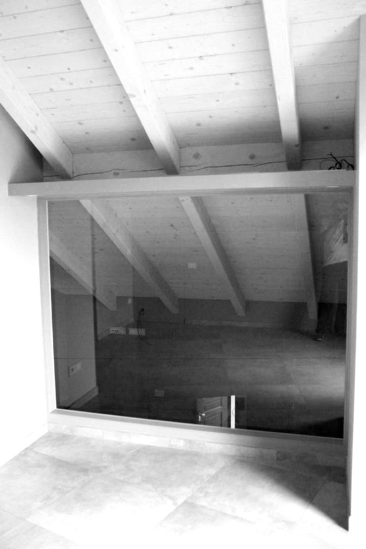 VETRATA FILO MURO Camera da letto moderna di Fabio Ricchezza architetto Moderno