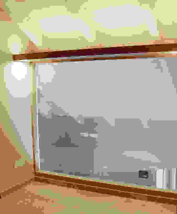 VETRATA ILLUMINATA Camera da letto moderna di Fabio Ricchezza architetto Moderno
