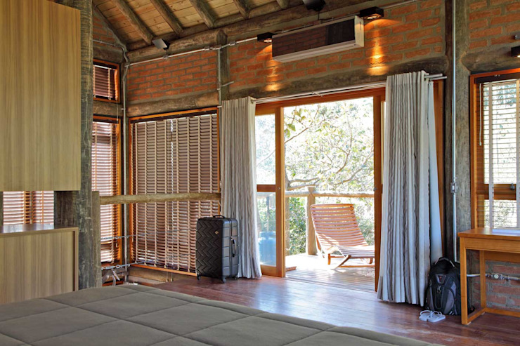Rustic style windows & doors by SCALI & MENDES ARQUITETURA SUSTENTAVEL Rustic