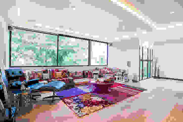 Ruang Keluarga oleh Sobrado + Ugalde Arquitectos, Modern