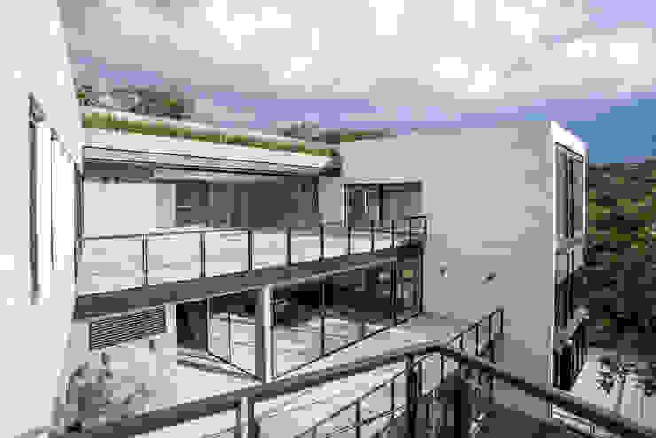 Real de Hacienda Pasillos, vestíbulos y escaleras modernos de Sobrado + Ugalde Arquitectos Moderno