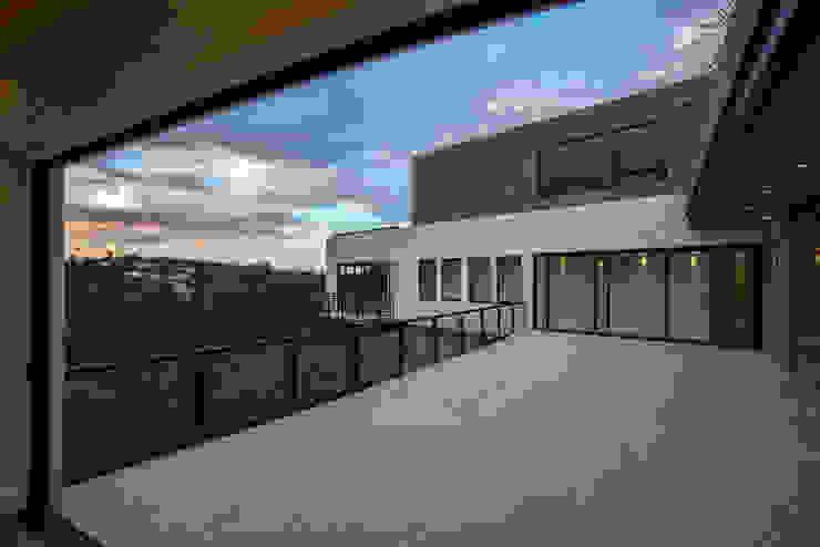 Real de Hacienda Balcones y terrazas modernos de Sobrado + Ugalde Arquitectos Moderno