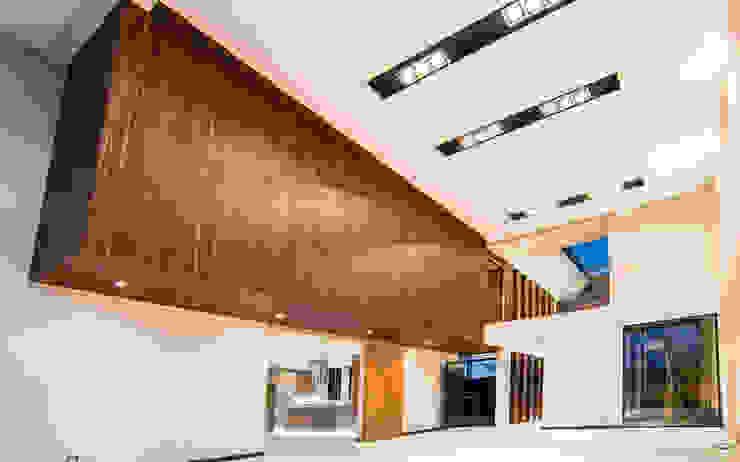 Satélite Salones modernos de Sobrado + Ugalde Arquitectos Moderno