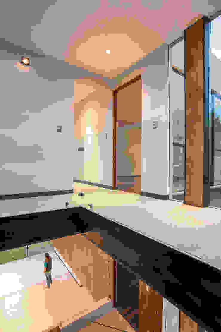 Satélite Puertas y ventanas modernas de Sobrado + Ugalde Arquitectos Moderno
