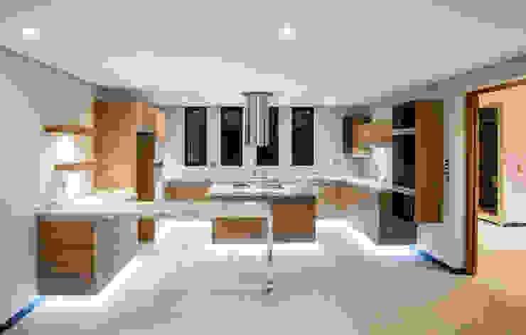 Satélite Cocinas modernas de Sobrado + Ugalde Arquitectos Moderno