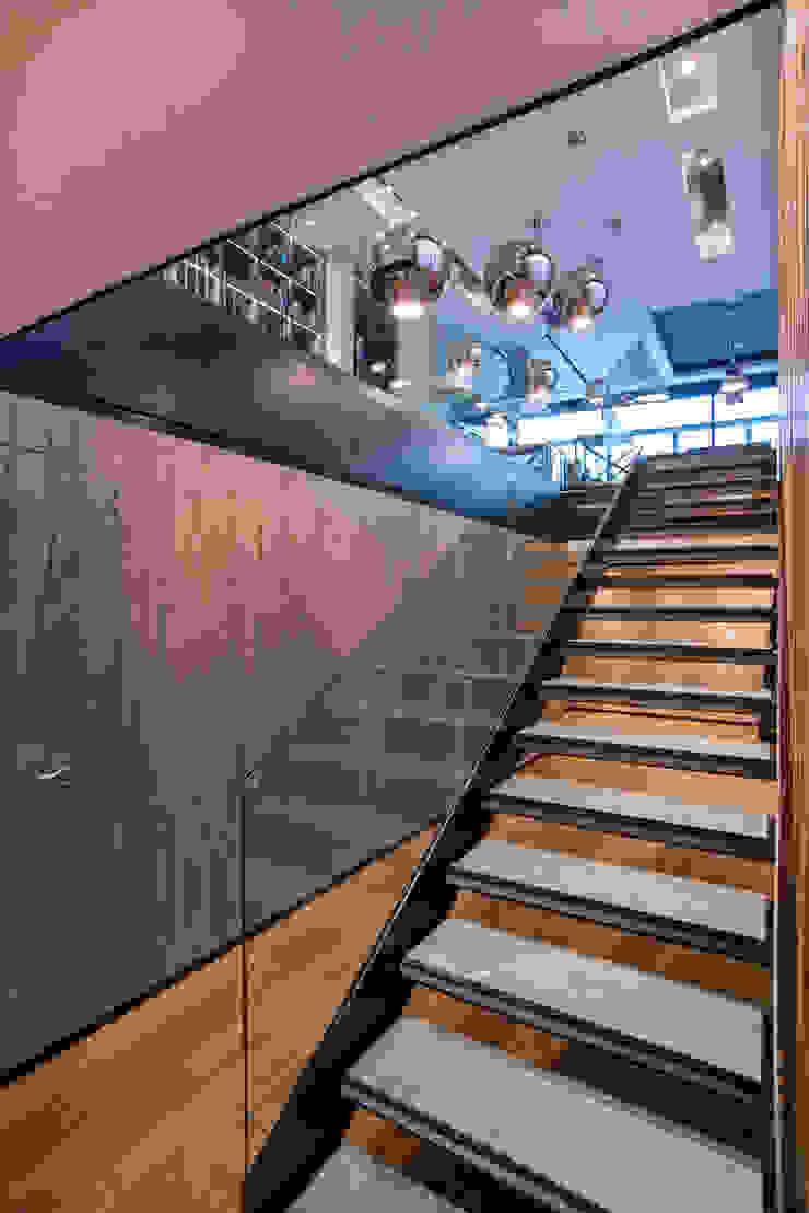 Koridor & Tangga Modern Oleh Sobrado + Ugalde Arquitectos Modern