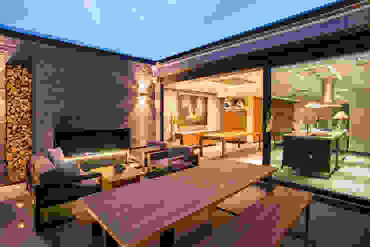 Balkon, Beranda & Teras Modern Oleh Sobrado + Ugalde Arquitectos Modern