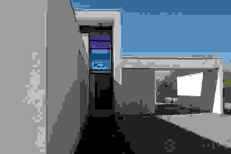 Une villa élégante et unique en son genre Maisons modernes par Archionline Moderne
