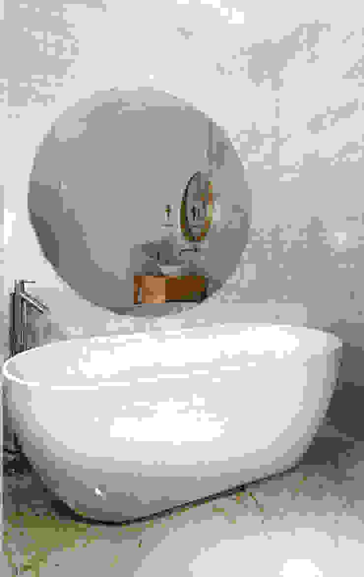 ZAZA studio Scandinavian style bathroom Wood White