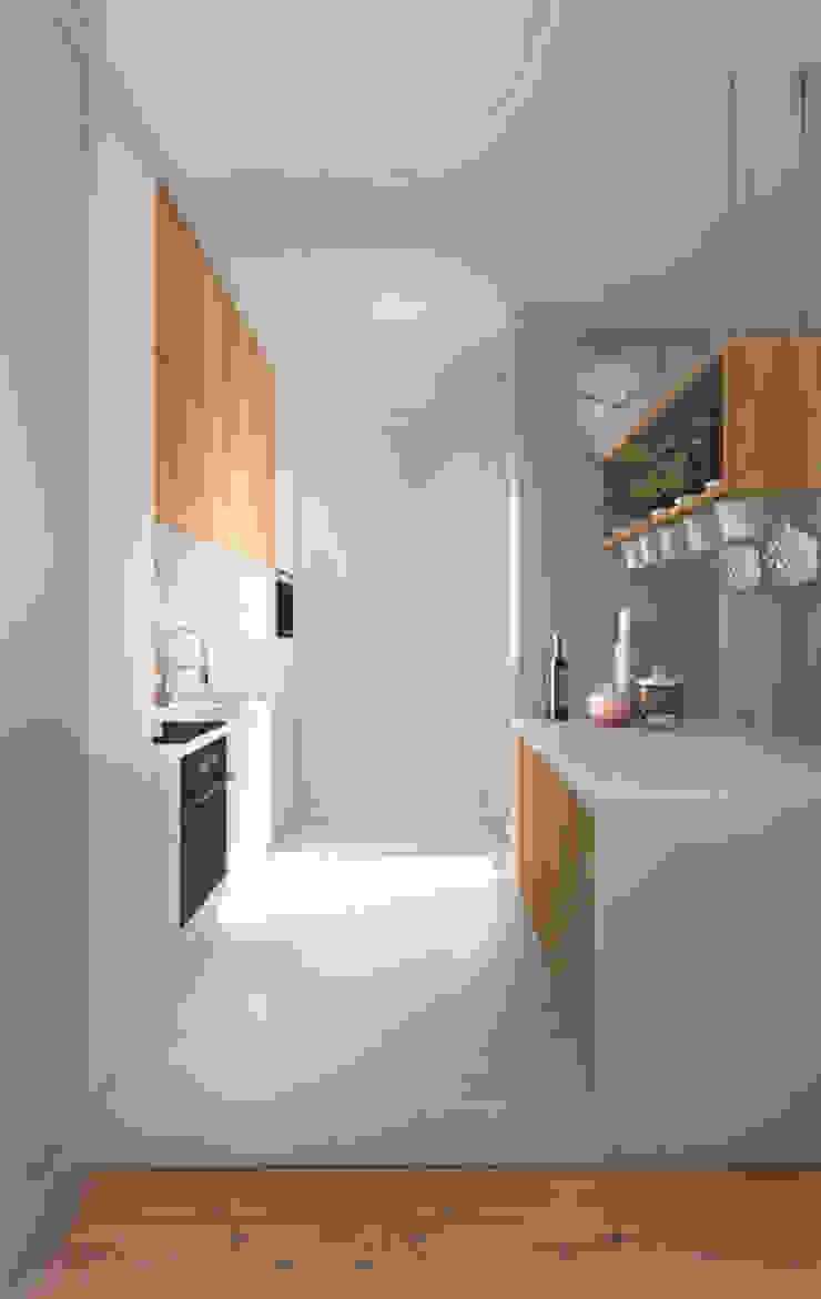 ZAZA studio Scandinavian style kitchen Wood White