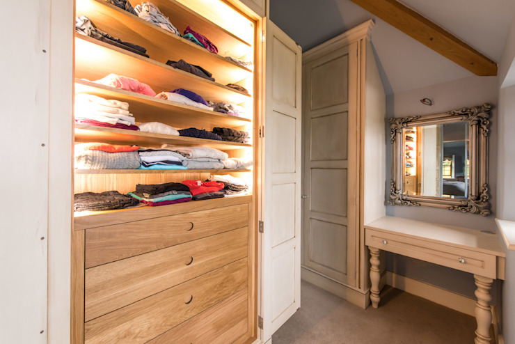 Dressing room by Buscott Woodworking Ltd,