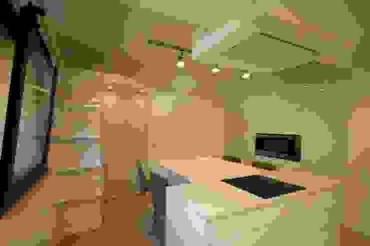 """Parte zona """"caldo"""" cucina - piano cottura e forno Cucina minimalista di Falegnameria Ferrari Minimalista"""