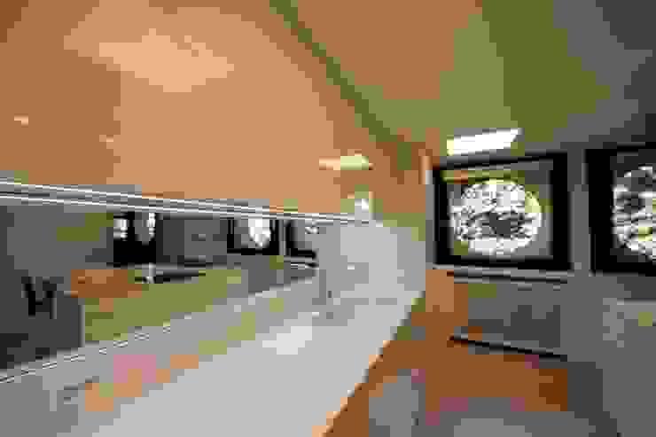 Dettaglio del top con lavello Cucina minimalista di Falegnameria Ferrari Minimalista