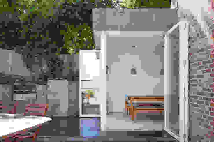 View of Dining Room from garden patio Scandinavische eetkamers van deDraft Ltd Scandinavisch Metaal