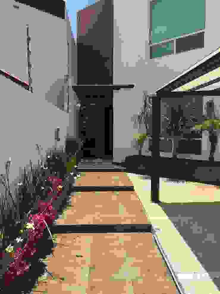 Corredores, halls e escadas modernos por AMG Arquitectura Integral Moderno Cerâmica