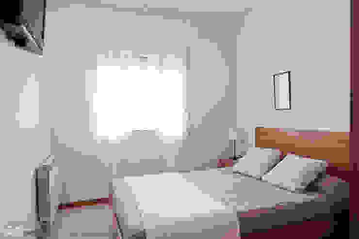 Mediterranean style bedroom by custom casa home staging Mediterranean