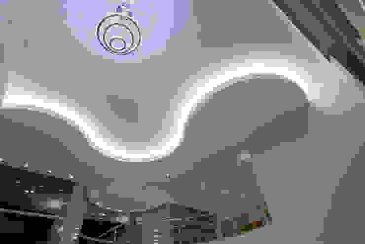 Salas de estilo moderno de Arquiteto Aquiles Nícolas Kílaris Moderno Granito
