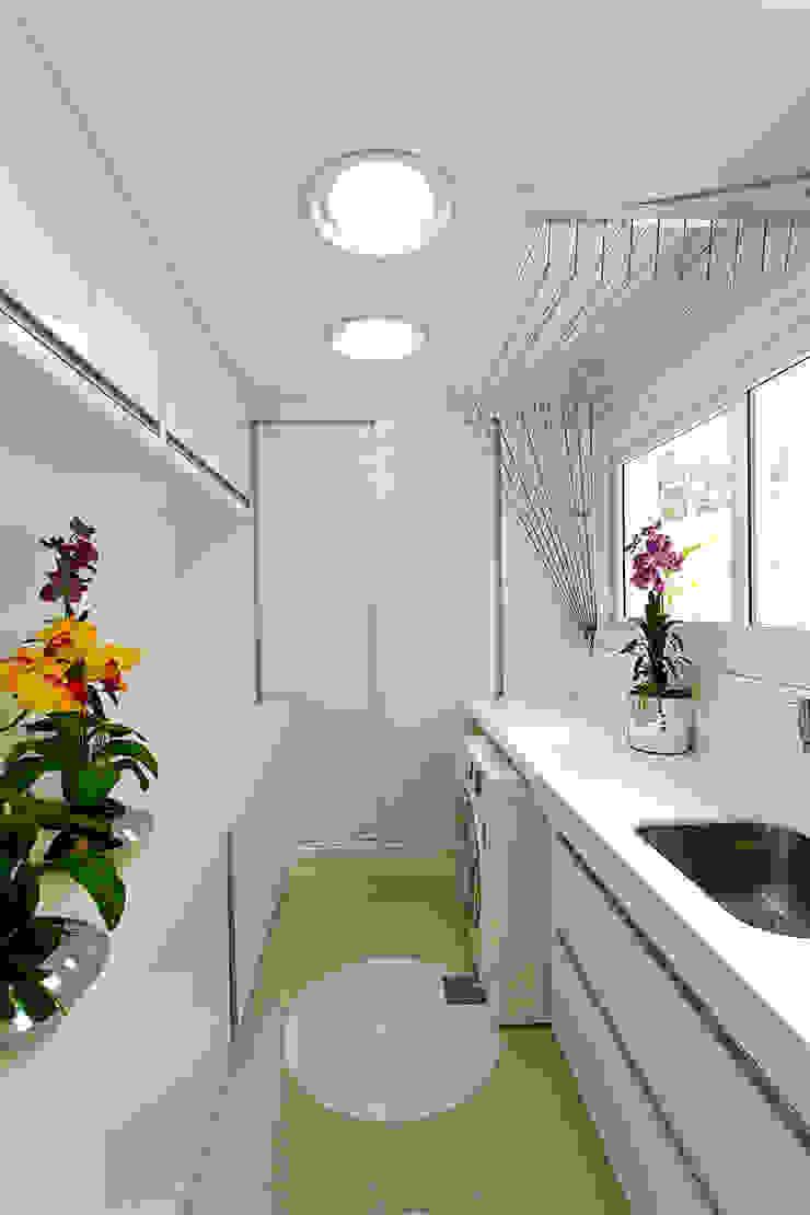 Paredes y pisos de estilo moderno de Arquiteto Aquiles Nícolas Kílaris Moderno