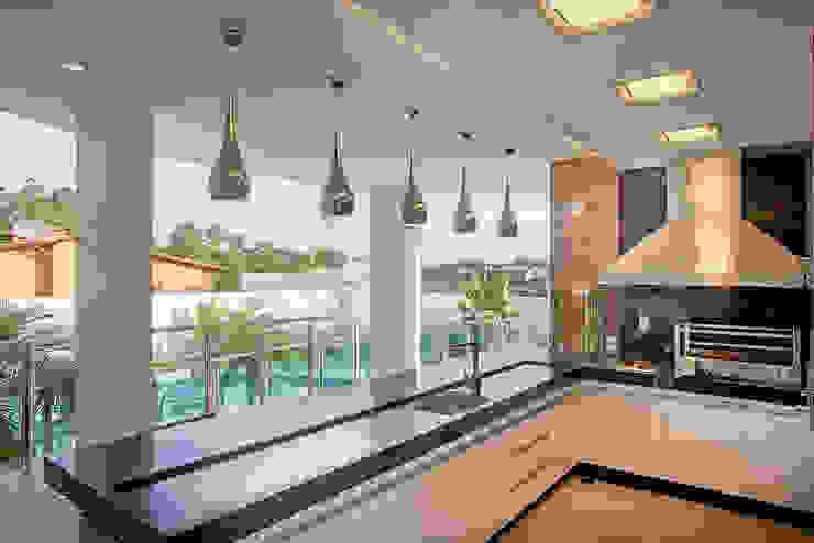 Balcones y terrazas de estilo moderno de Arquiteto Aquiles Nícolas Kílaris Moderno
