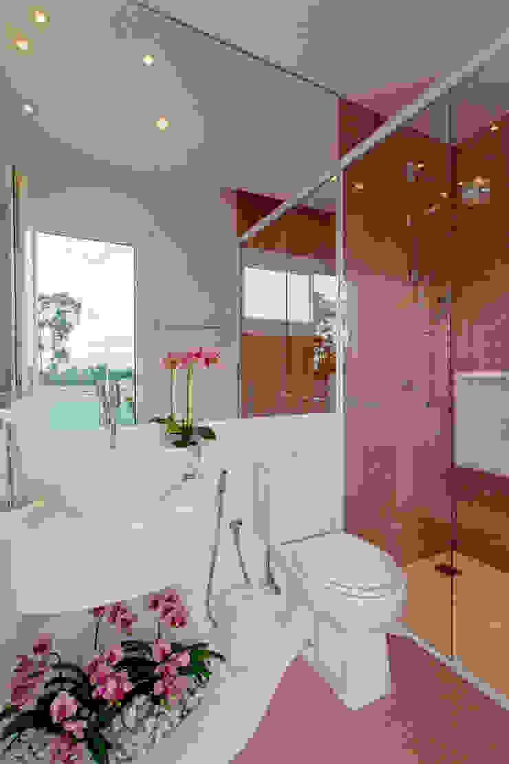 Casa Europa Banheiros modernos por Arquiteto Aquiles Nícolas Kílaris Moderno