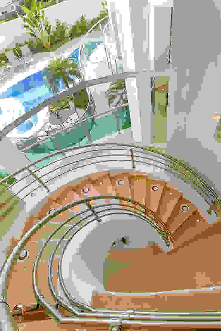 Casa Europa Corredores, halls e escadas modernos por Arquiteto Aquiles Nícolas Kílaris Moderno Mármore