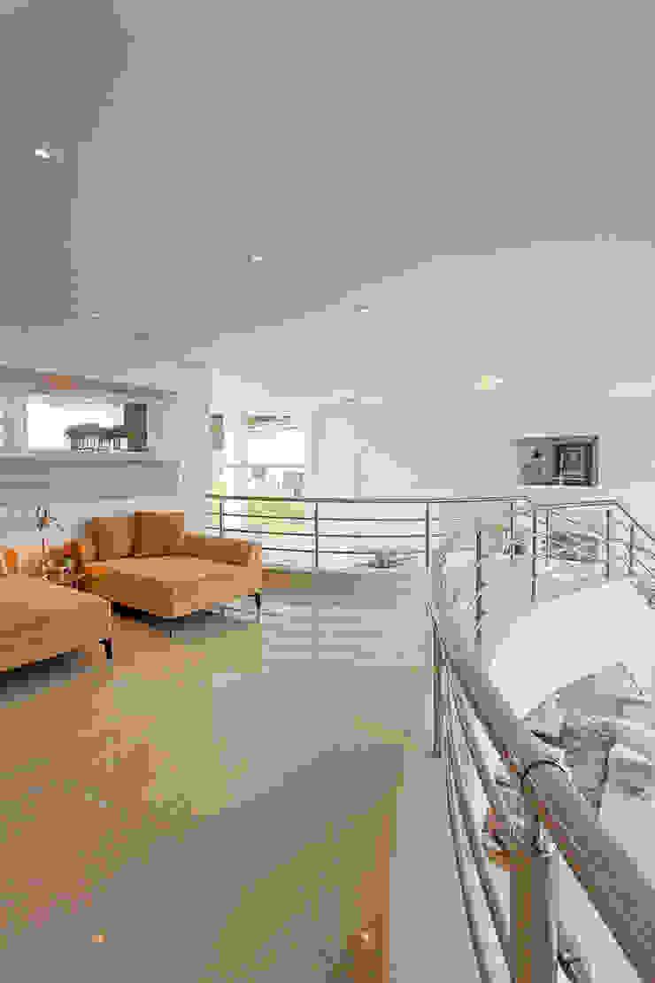 Casa Europa Corredores, halls e escadas modernos por Arquiteto Aquiles Nícolas Kílaris Moderno