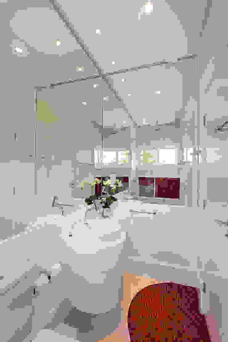Casa Europa Banheiros modernos por Arquiteto Aquiles Nícolas Kílaris Moderno Mármore