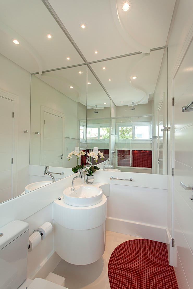 Baños de estilo moderno de Arquiteto Aquiles Nícolas Kílaris Moderno Mármol