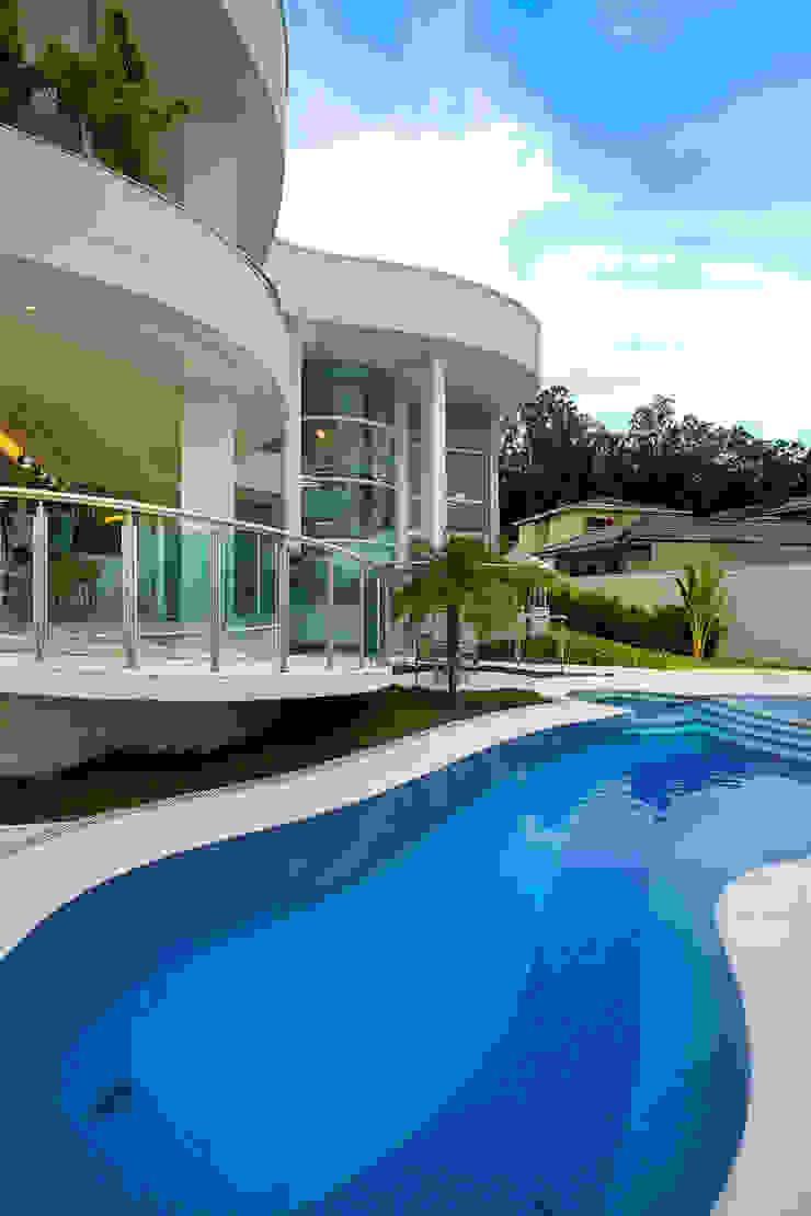 Casa Europa Piscinas modernas por Arquiteto Aquiles Nícolas Kílaris Moderno