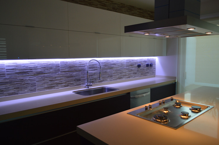 Kitchen by Borja Arquitectos, Modern
