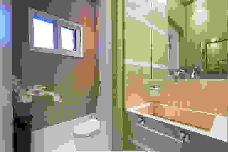 Baños de estilo  por Designer de Interiores e Paisagista Iara Kílaris