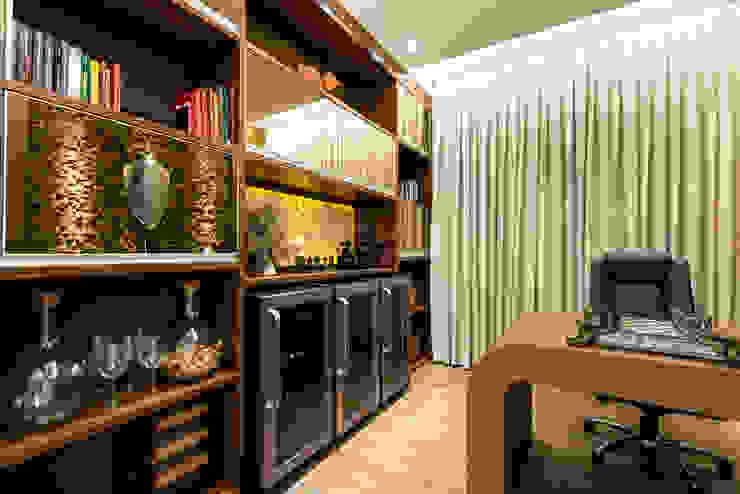 Oficinas de estilo moderno de Designer de Interiores e Paisagista Iara Kílaris Moderno