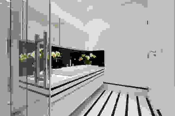 Baños de estilo moderno de Designer de Interiores e Paisagista Iara Kílaris Moderno Mármol