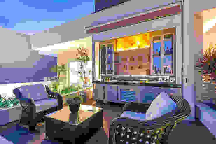 Designer de Interiores e Paisagista Iara Kílaris Modern Balkon, Veranda & Teras