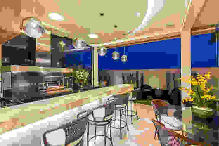 Balcones y terrazas modernos de Designer de Interiores e Paisagista Iara Kílaris Moderno