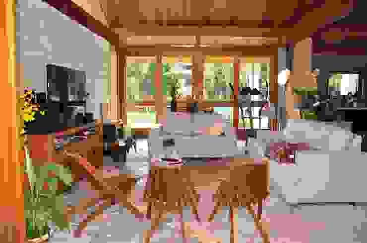 Rustic style balcony, veranda & terrace by Lozí - Projeto e Obra Rustic