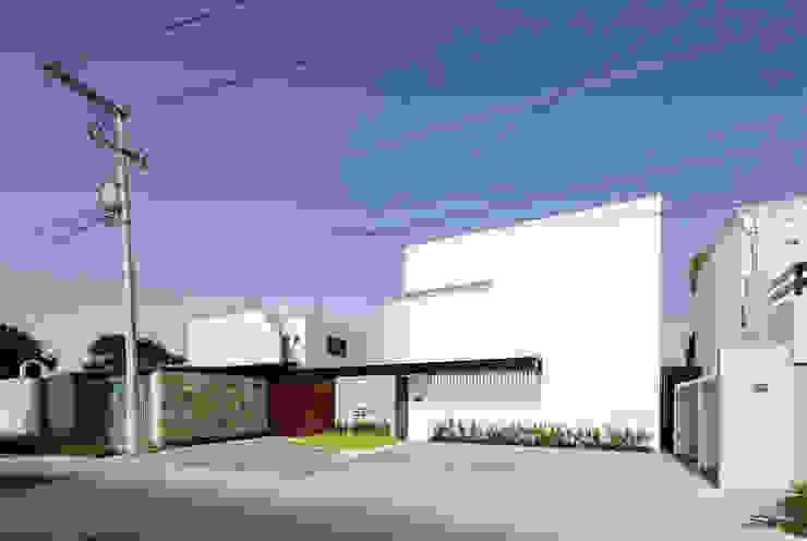 L P11 ARQUITECTOS Casas de estilo moderno