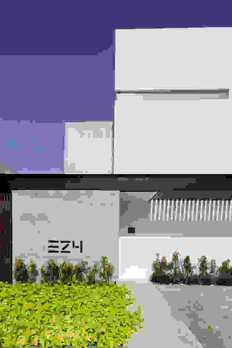 P11 ARQUITECTOS Casas de estilo moderno